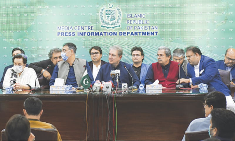 ISLAMABAD: Foreign Minister Shah Mahmood Qureshi, along with some cabinet members, addressing a press conference here on Wednesday.—Tanveer Shahzad/White Star