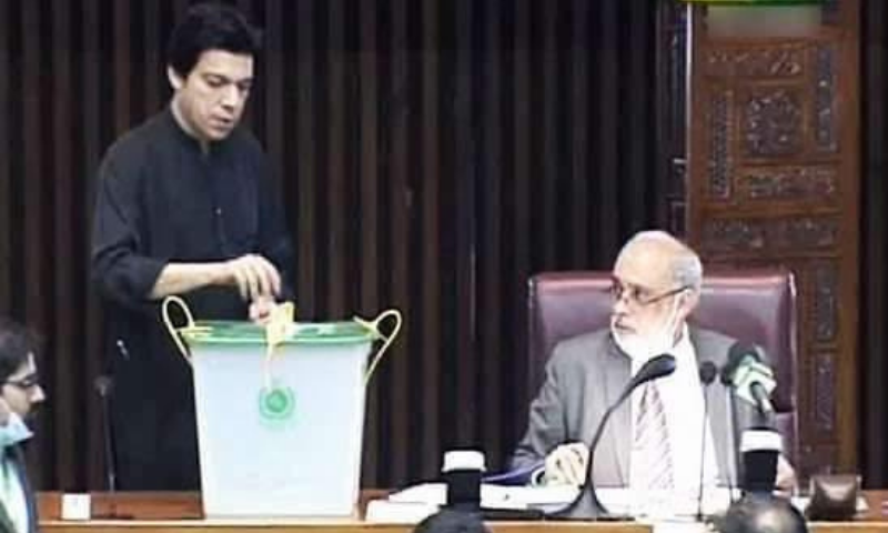 PTI's Faisal Vawda casts his vote in the Senate election on Wednesday ahead of his lawyer submitting the PTI leader's resignation in the Islamabad High Court. — Photo courtesy Anaya Khan Twitter