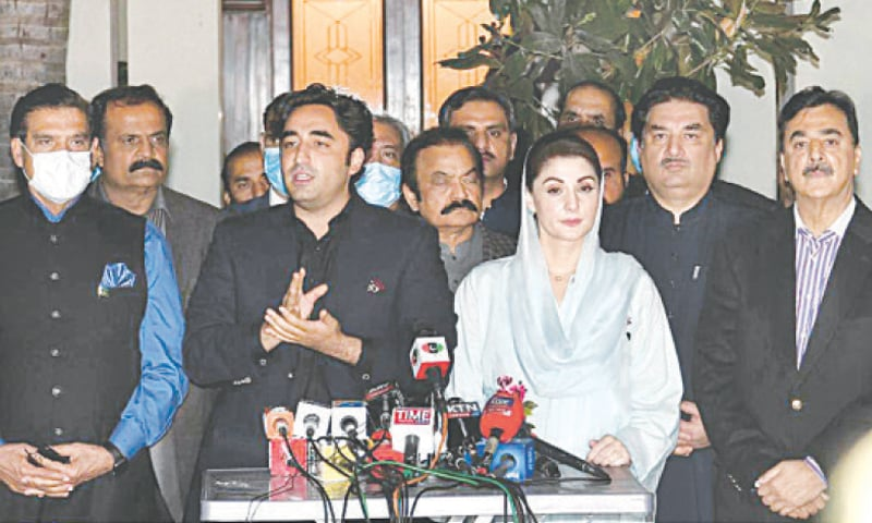 ISLAMABAD: PPP chairman Bilawal Bhutto-Zardari and PML-N vice president Maryam Nawaz addressing the joint press conference on Thursday. — Tanveer Shahzad / White Star