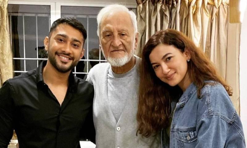 گوہر خان کے والد ناسازی طبیعت کی وجہ سے ہسپتال میں زیر علاج تھے— فوٹو: انسٹاگرام