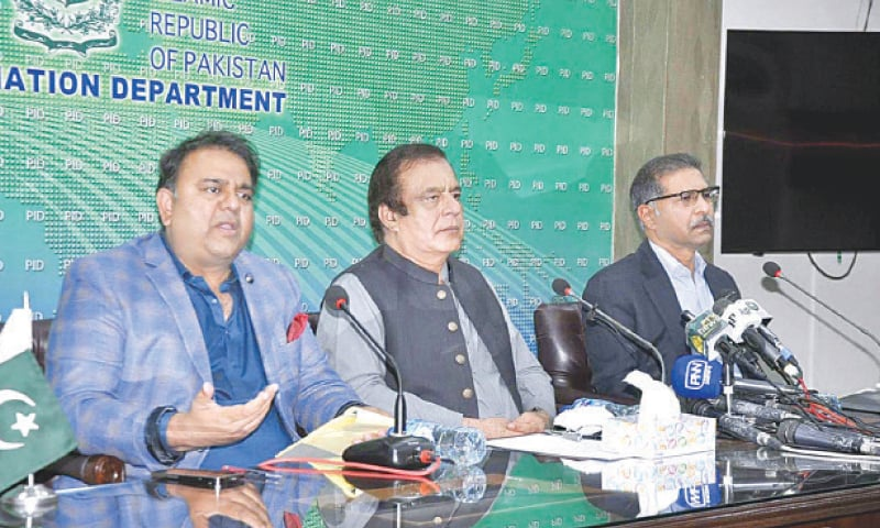 Shibli Faraz, Fawad Chaudhry and Ali Zafar pictured during the joint press conference.—APP