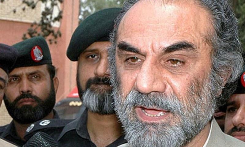 Former Balochistan Chief Minister Nawab Muhammad Aslam Raisani talking to media persons. — APP/File