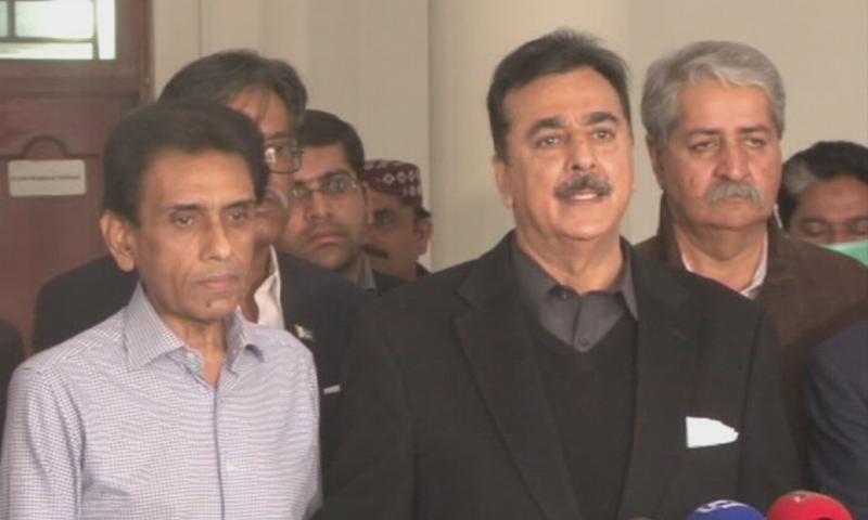MQM leader Khalid Maqbool Siddiqui and PPP leader Yousuf Raza Gilani address a press conference. — DawnNewsTV