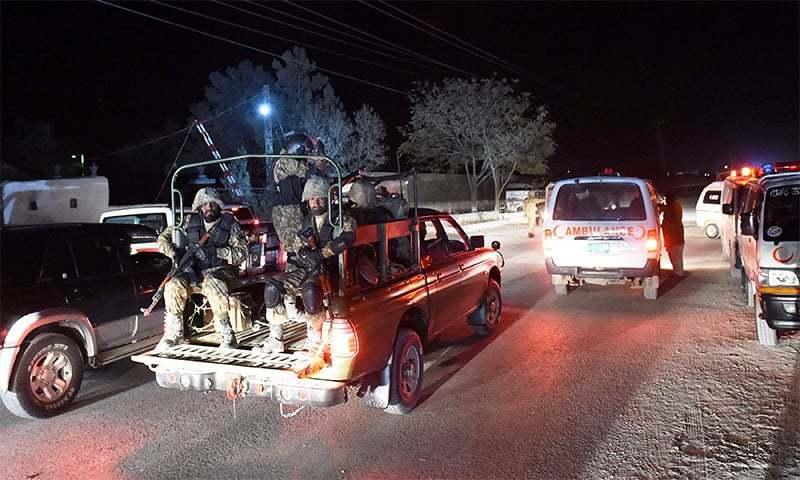 پاک بحریہ کی گاڑی پر خودکار ہتھیاروں سے فائرنگ کی گئی—فائل فوٹو: اے ایف پی