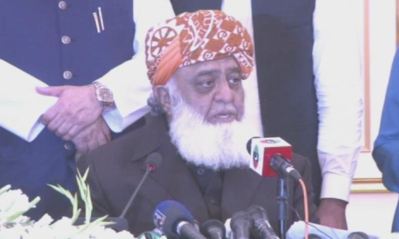 مولانا فضل الرحمٰن نے اجلاس کے حوالے سے آگاہ کیا — فوٹو: ڈان نیوز
