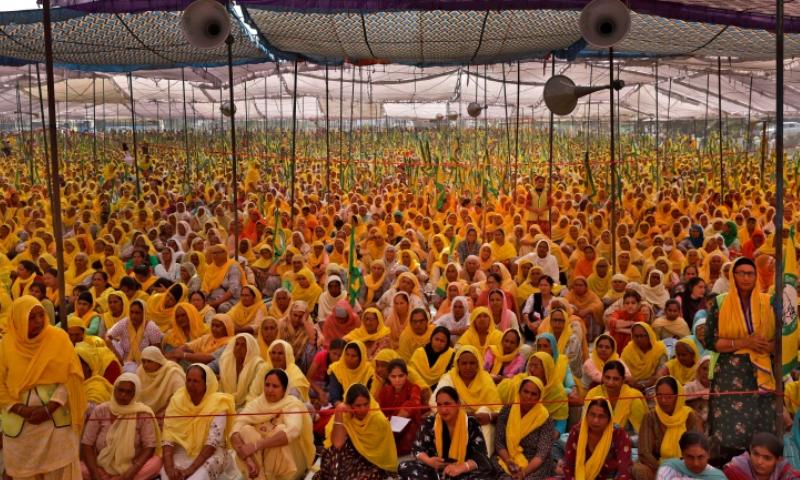 ہزاروں خواتین نے احتجاج کیا—فوٹو: رائٹرز