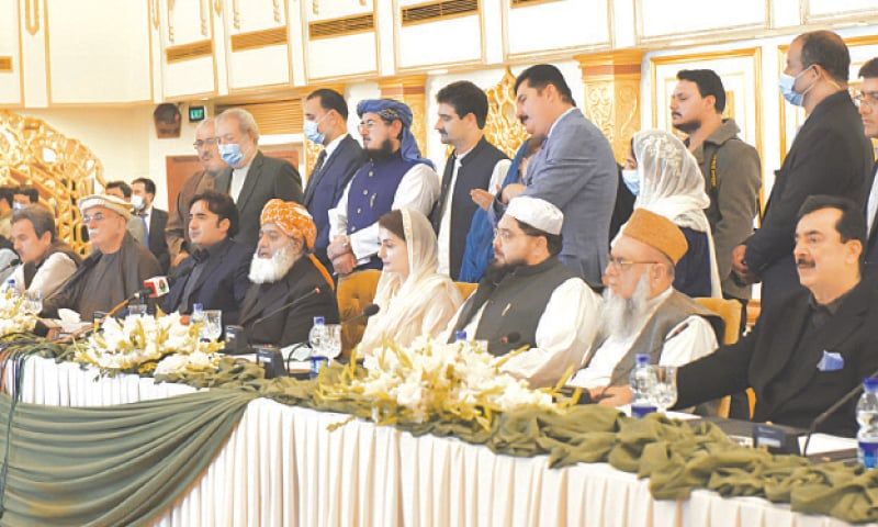 ISLAMABAD: PDM leaders Maulana Fazlur Rehman, Bilawal Bhutto-Zardari, Maryam Nawaz and others pictured at the press conference on Monday.—Tanveer Shahzad / White Star