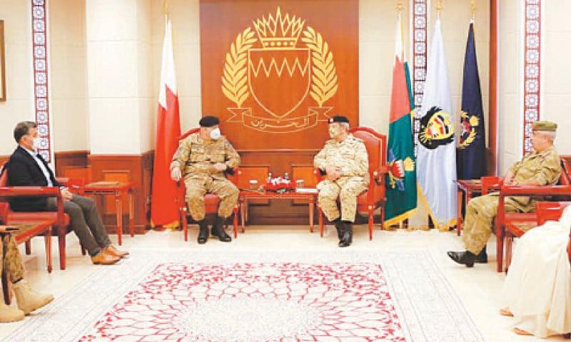 Army Chief Gen Qamar Bajwa talking to Commander of Bahrain Nation Guard Field Marshal Mohammed Bin Isa Al Khalifa.