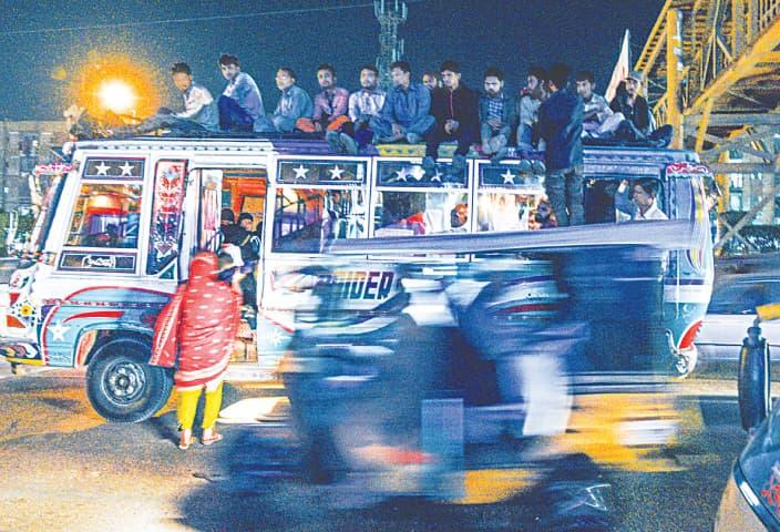 A woman boards a bus near Nagin Chowrangi | Tahir Jamal/White Star