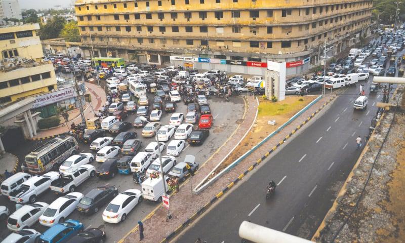 Rush hour traffic at Metropole | White Star