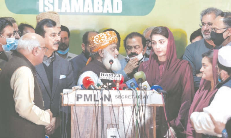 ISLAMABAD: Pakistan Democratic Movement leaders seem puzzled as its chief Maulana Fazlur Rehman leaves the joint press conference after making a short speech on Tuesday.—Tanveer Shahzad / White Star