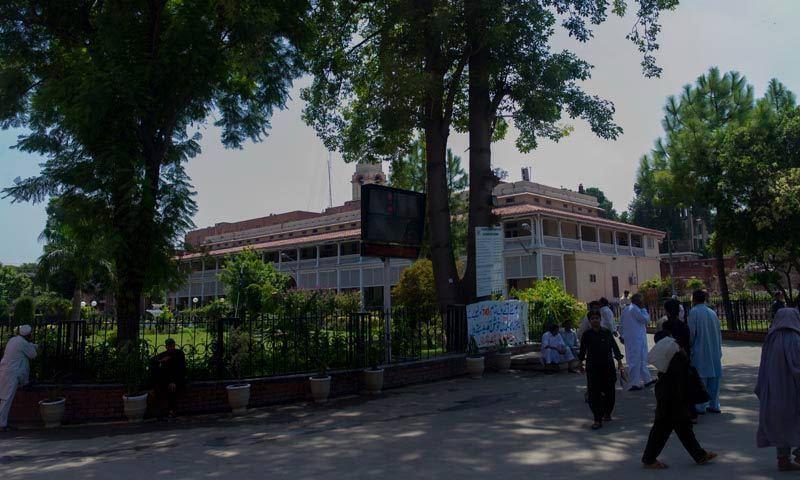 کورونا کیسز میں اضافہ، لاہور کے تمام مرکزی ہسپتالوں میں گنجائش ختم