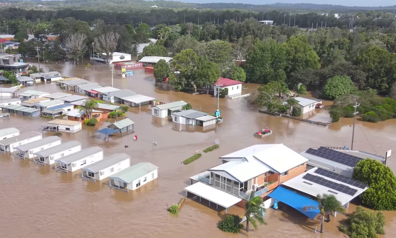 سڈنی میں سیلاب کے بعد نواحی علاقے میں کئی مکانات پانی میں ڈوبے ہوئے ہیں — فوٹو: رائٹرز