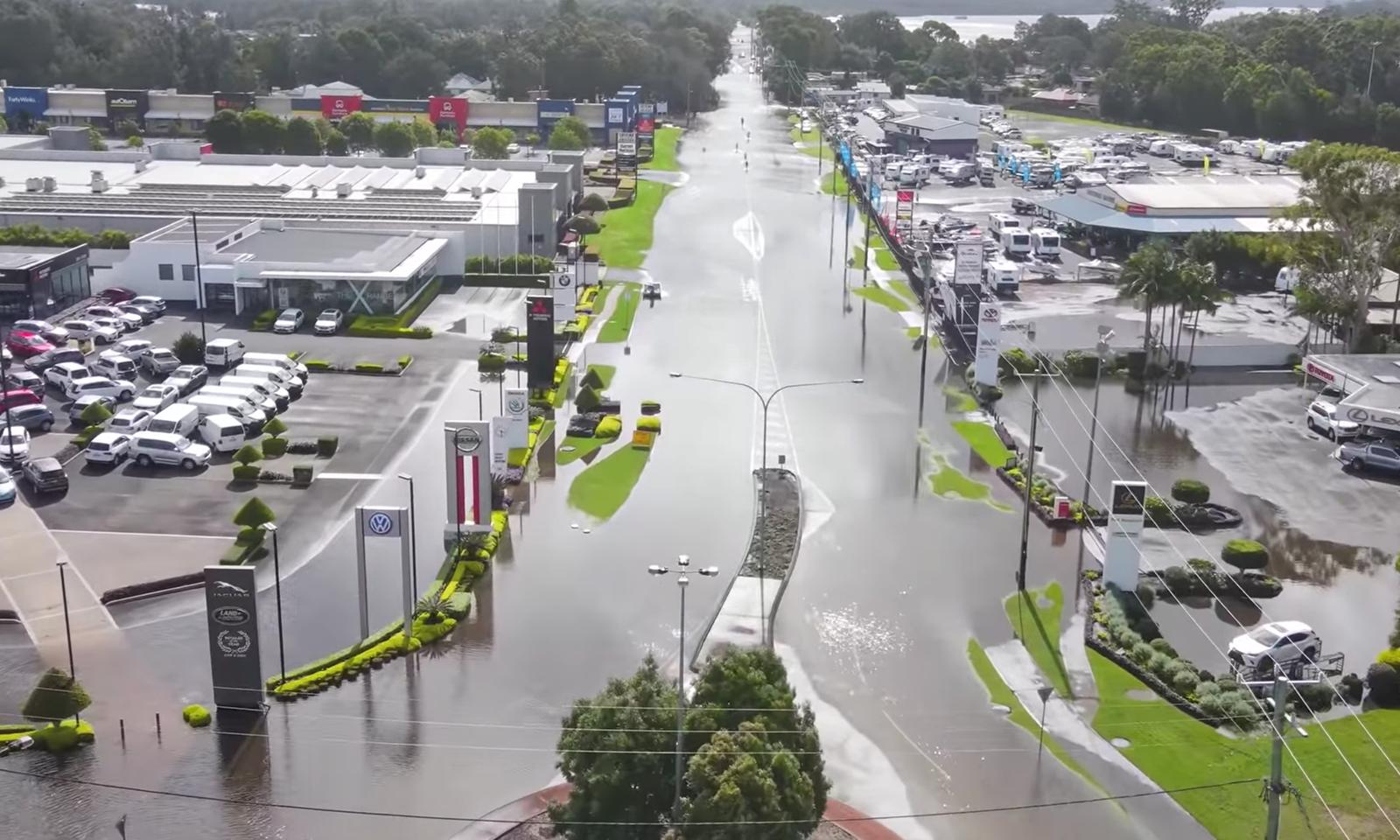 نیو ساؤتھ ویلز میں شدید بارشوں کے بعد آنے والے سیلاب سے بندرگاہ بھی ڈوبی ہوئی ہے— فوٹو: رائٹرز