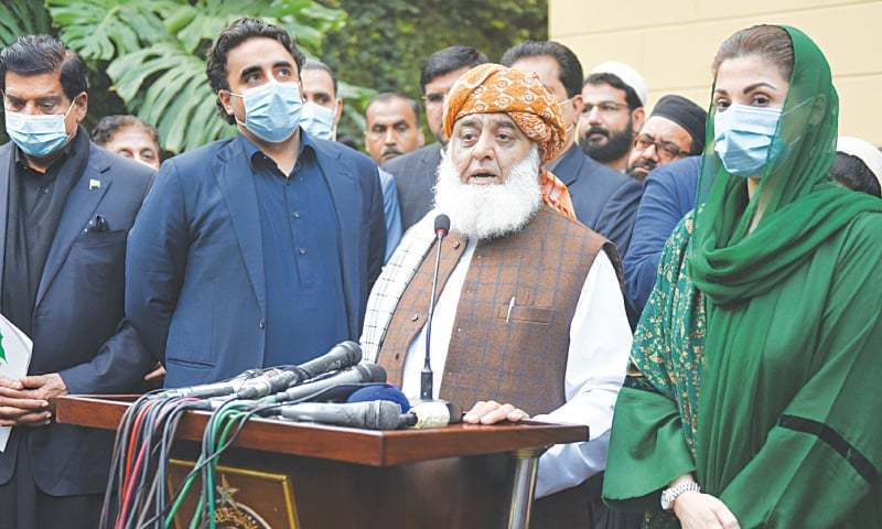 In this file photo, PDM president Maulana Fazlur Rehman along with PPP chairman Bilawal Bhutto-Zardari and PML-N vice president Maryam Nawaz talks to the media after a meeting. —Tanveer Shahzad / White Star