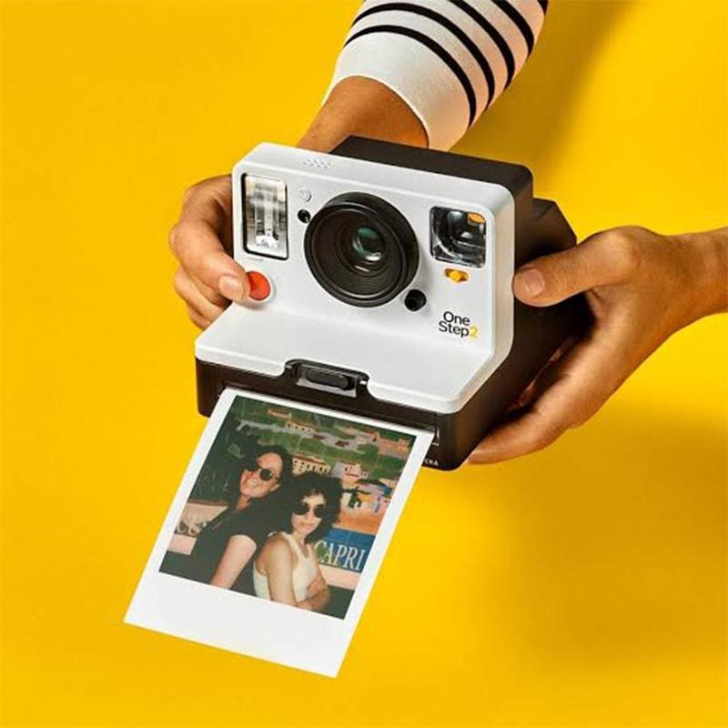 تفریحی مقامات پر اکثر فوٹوگرافر ایسے کیمرے لیے گاہکوں کی تلاش میں پھرتے تھے
