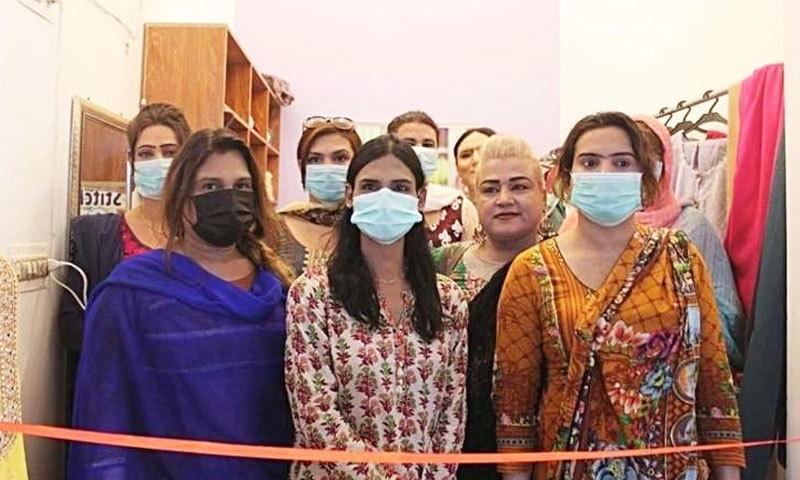 کراچی میں مخنث افراد کی پہلی کمرشل ٹیلر شاپ پر کام کا آغاز