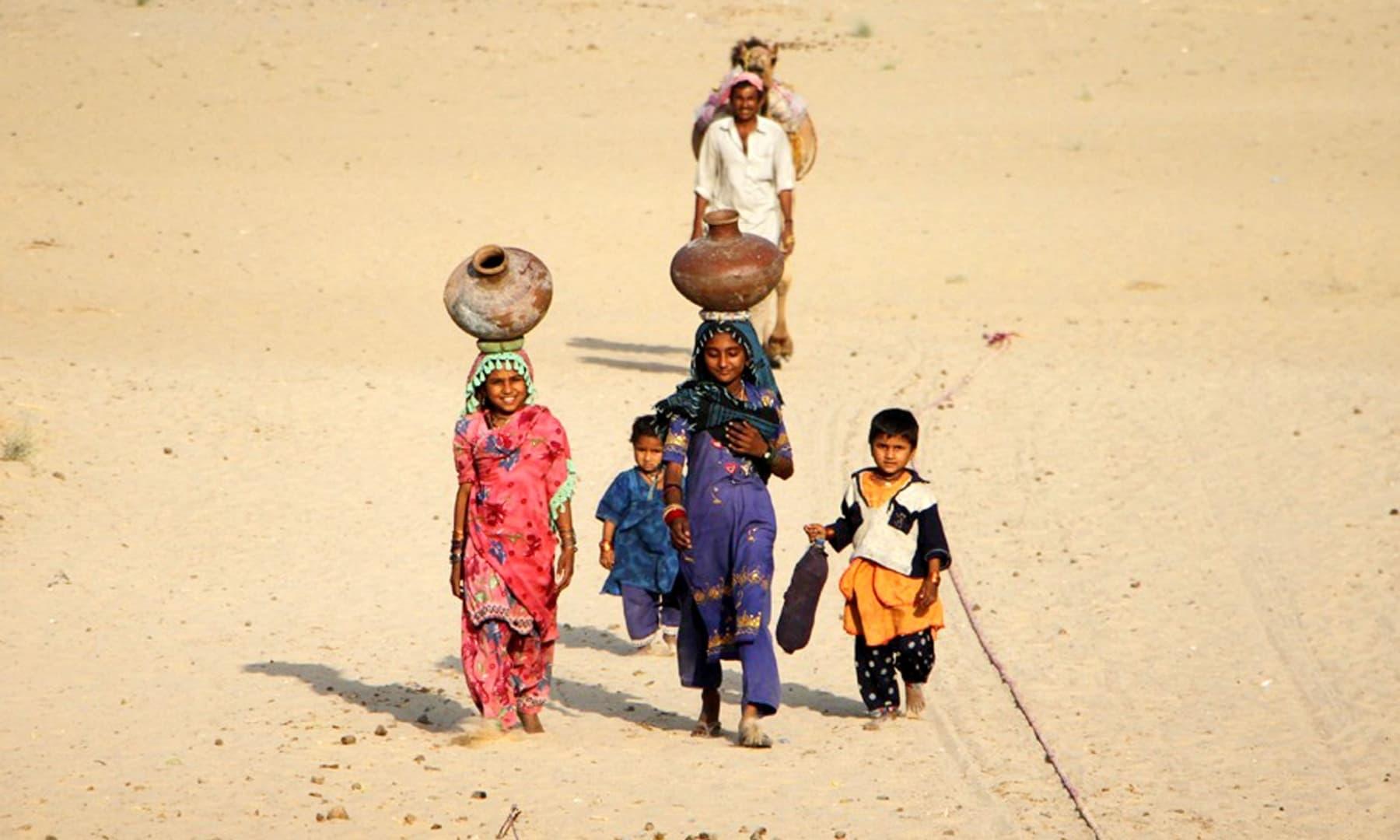 Women fetching water in Chhachhro taluka, Mithi, Sindh. — Photo by Umair Ali