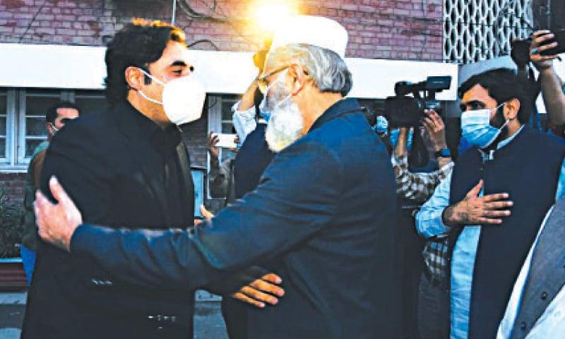 JI emir Sirajul Haq receives PPP Chairman Bilawal Bhutto-Zardari at Mansoora. — White Star