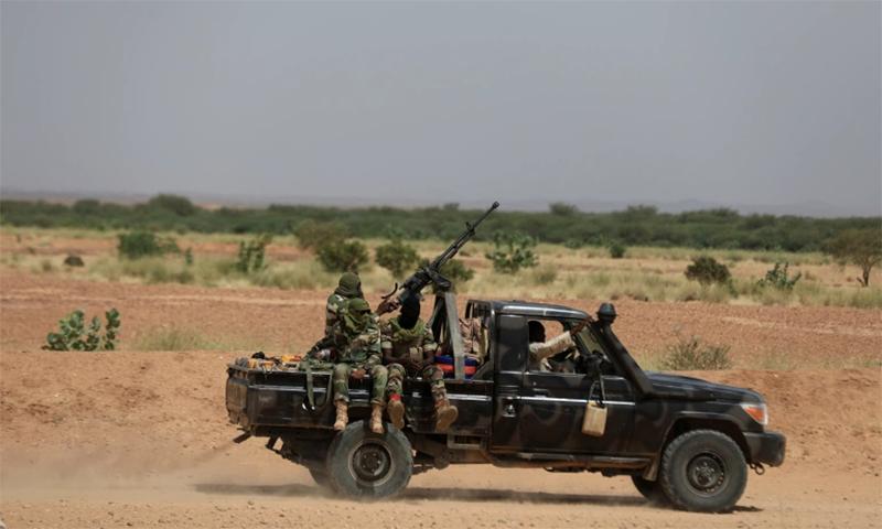 مسلح حملہ آوروں نے مالی کی سرحد سے متصل تین گاؤں پر حملہ کیا— فائل فوٹو: رائٹرز