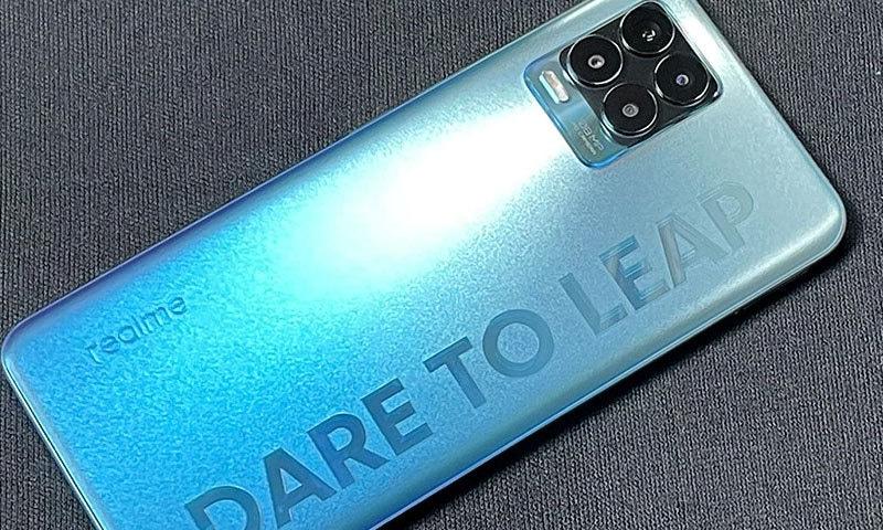 رئیل می نے سستا ترین 108 میگا پکسل کیمرا فون متعارف کرادیا
