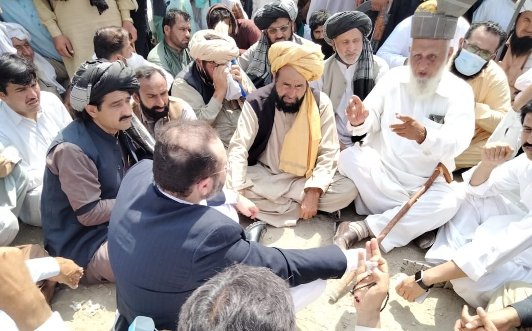 Provincial minister Hisham Inamullah Khan holds talks with the protesters. — Photo: Handout