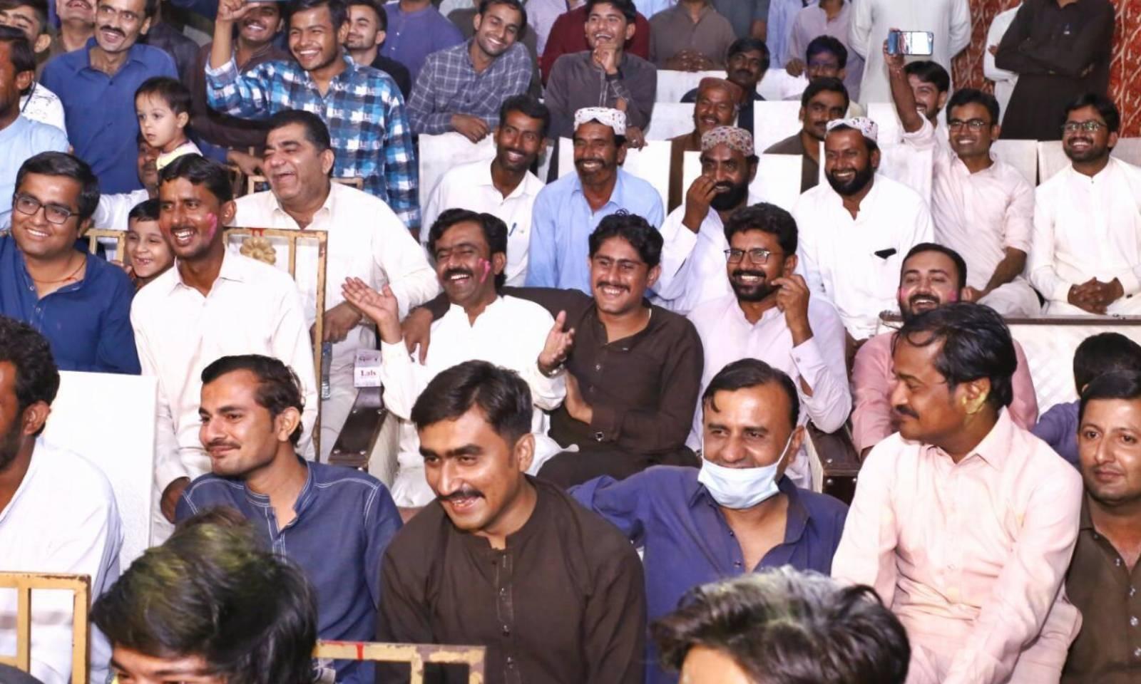 تقریب میں مختلف مذاہب سے تعلق رکھنے والے سیکڑوں افراد نے شرکت کی — فوٹو: امتیاز دھارانی