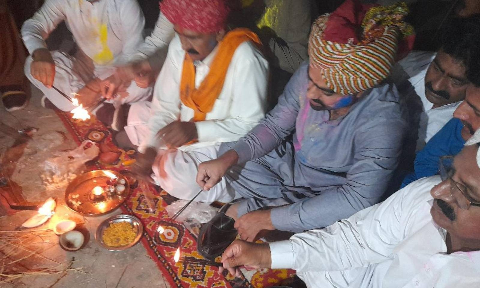 ہندو برادری نے مٹھی سمیت دیگر شہروں میں مذہبی عقیدت و احترام کے ساتھ تہوار منایا —فوٹو: امتیاز دھارانی