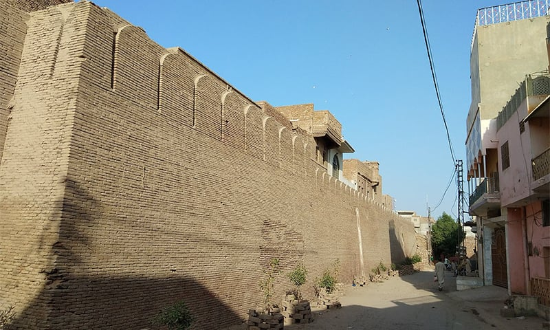 قلعہ شجاع آباد کی دیوار، تصویر — وکی پیڈیا