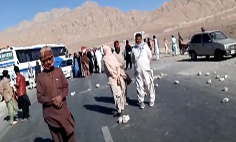 Farmers and other people protesting against long durations of loadshedding blocked different highways in Balochistan on Thursday. — DawnNewsTV