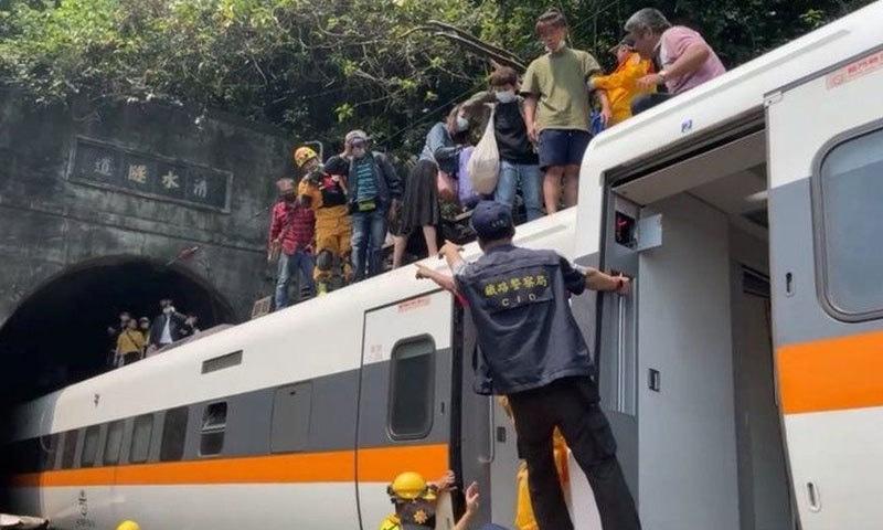 تائیوان: ٹرین کے حادثے میں 48 افراد ہلاک