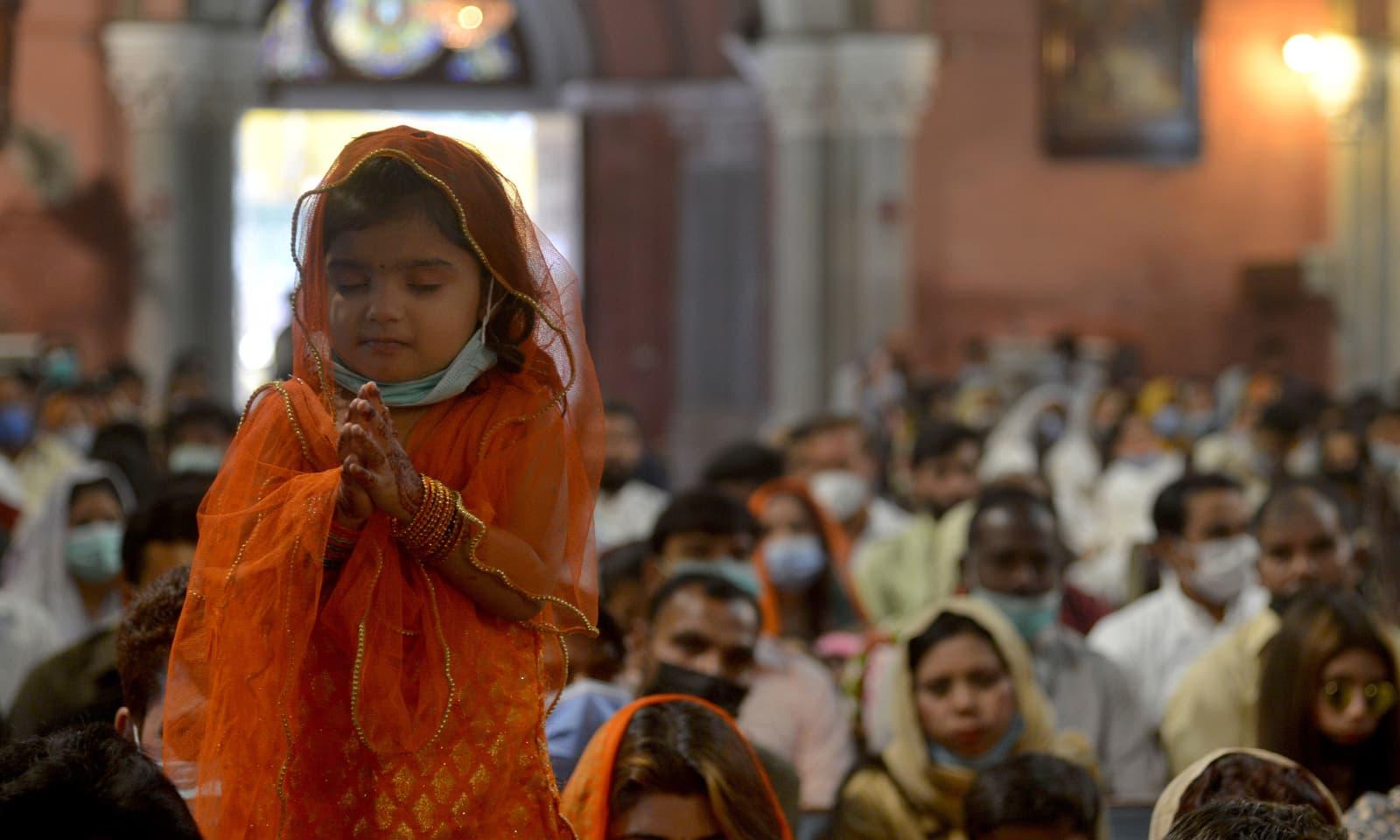لاہور میں بڑوں سمیت بچوں نے بھی ایسٹر کا تہوار جوش و خروش سے منایا — فوٹو:اے پی