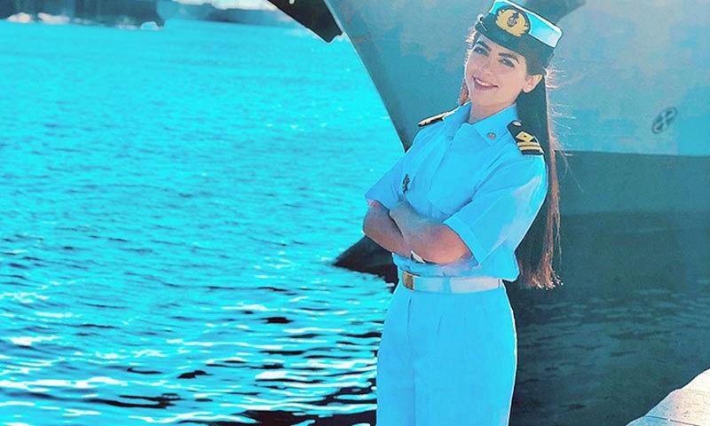مروة السلحدار مصر کی پہلی اور واحد خاتون کپتان ہیں—فوٹو: انسٹاگرام