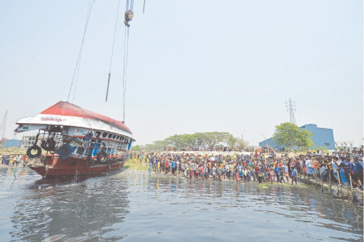 The relatives of passengers who were on the boat that capsized on Sunday look on as authorities carry out a salvage operation.—AFP