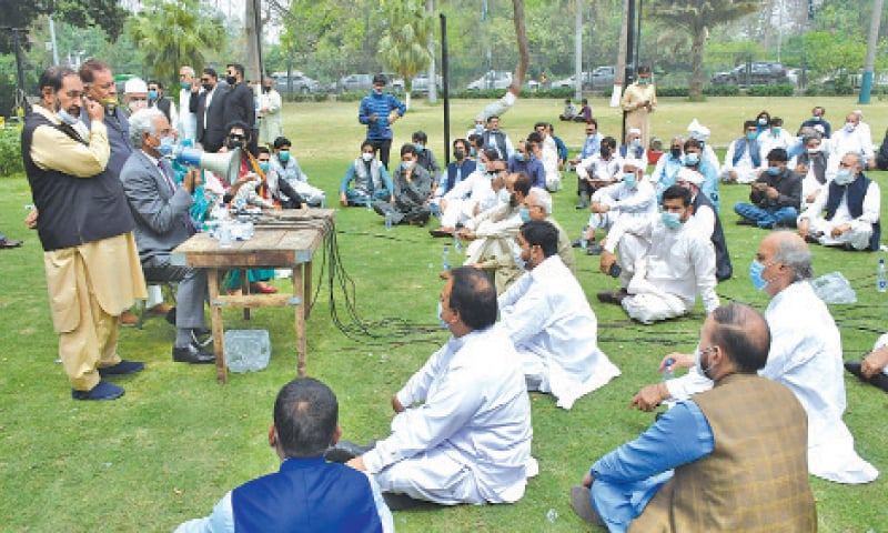 Former mayor retired Col Mubashir addresses a district assembly session on the Town Hall lawns. — White Star