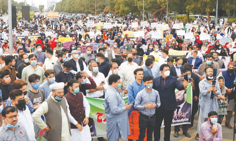 ISLAMABAD: A large number of teachers, students and owners of private schools take part in a demonstration against the closure of schools, organised by the Supreme Council of All-Pakistan Private Schools and Colleges Association, at D-Chowk on Tuesday.—Mohammad Asim / White Star