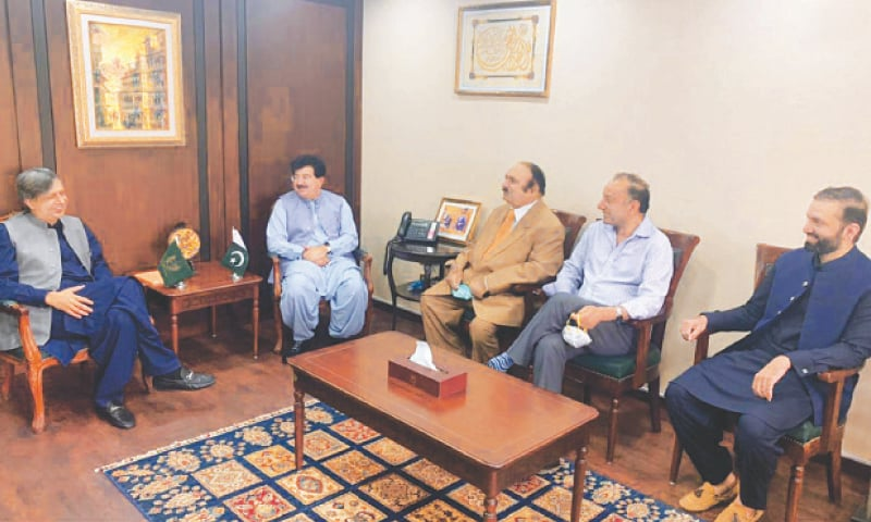 PML-N Senators, led by Azam Nazeer Tarar, talking to Senate Chairman Sadiq Sanjrani.—INP