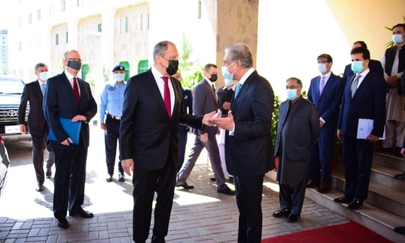 Foreign Minister Shah Mahmood Qureshi welcomes Russian Foreign Minister Sergey Lavrov at the Foreign Office on Wednesday. — Photo by author