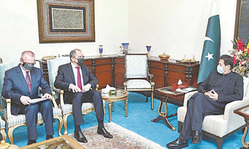 ISLAMABAD: Russian Foreign Minister Sergey Lavrov calls on Prime Minister Imran Khan on Wednesday.—APP