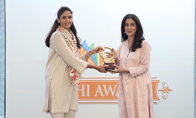 Naz Khan presenting an award to Malahat Awan