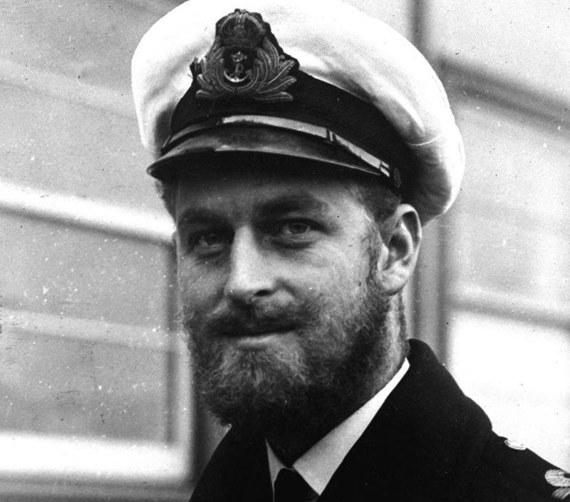 ملکہ برطانیہ سے شادی سے قبل شہزادہ فلپس کا نام شہزادہ یونان و ڈنمارک تھا—فائل فوٹو: اے پی