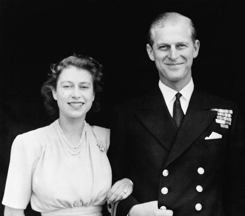 ملکہ برطانیہ سے شادی کے بعد ان کے نام کے آخر میں ڈیوک آف ایڈنبرگ لگایا گیا—فائل فوٹو: اے پی