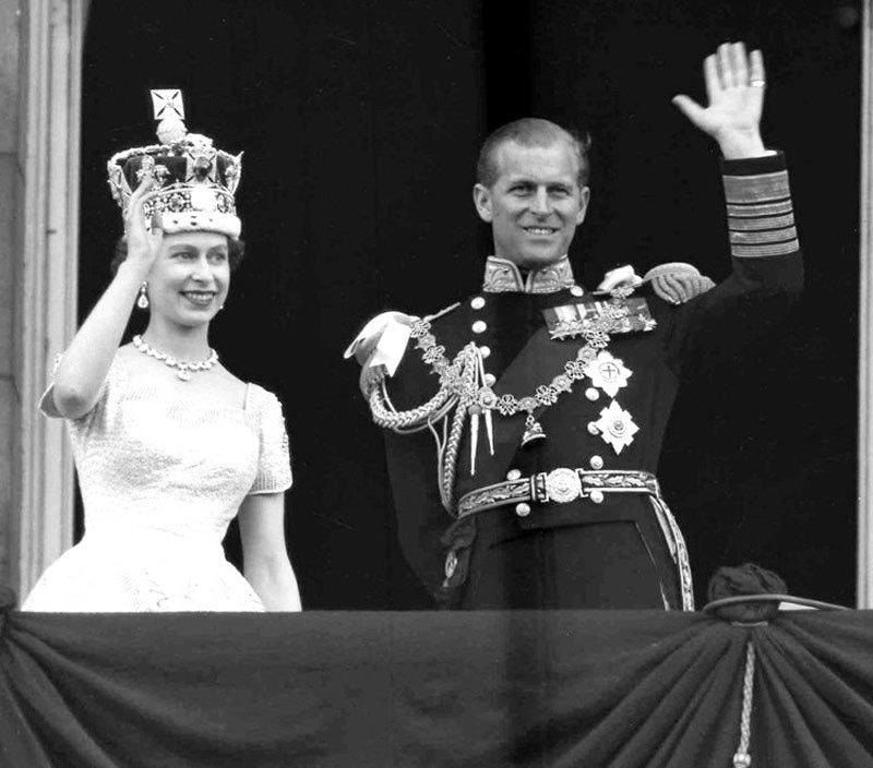 شادی کے 5 سال بعد ایلزبتھ دوئم ملکہ برطانیہ بنی تھیں—فائل فوٹو: اے پی