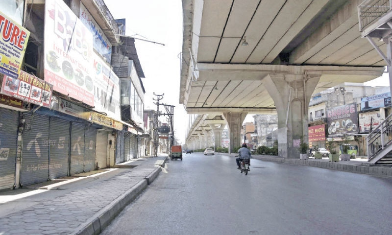 Rawalpindi's Murree Road gives a deserted look as the district administration has prohibited business activities on Fridays and Saturdays. — Online
