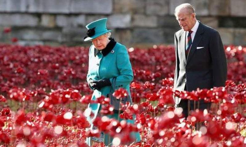 زندگی بھر ملکہ کے پیچھے چلنے پر شہزادہ فلپ کی تعریفیں بھی کی جا رہی ہیں—فائل فوٹو: پی اے میڈیا