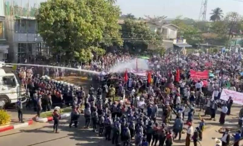 یکم فروری کی بغاوت کے بعد سے میانمار میں مظاہرے جاری ہیں— فائل فوٹو:رائٹرز