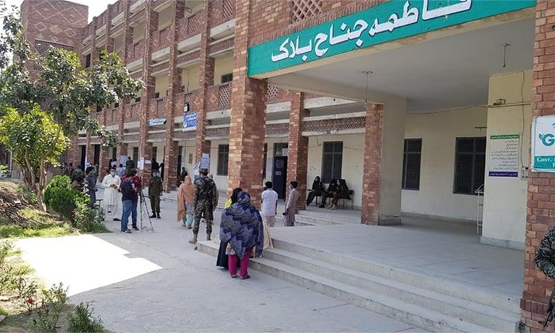 پولنگ اسٹیشن کا اندرونی منظر