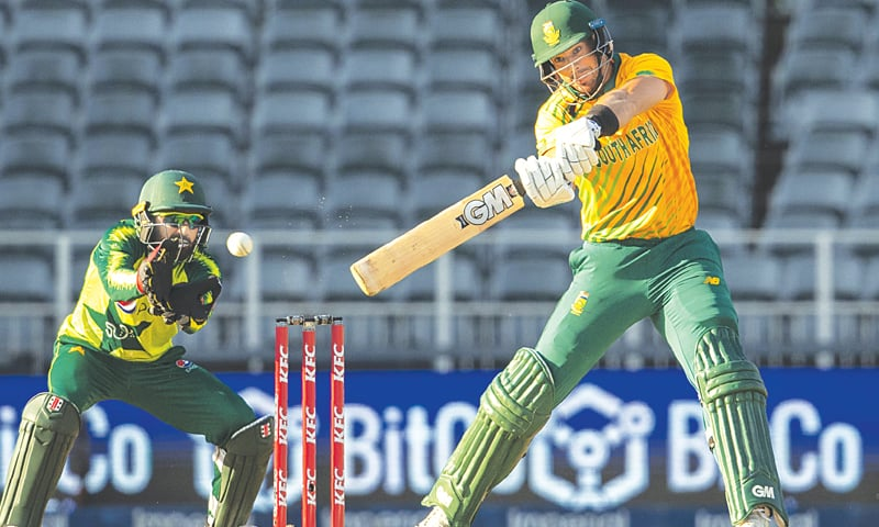 JOHANNESBURG: South African opener Aiden Markram cuts as Pakistan wicket-keeper Mohammad Rizwan looks on during the second Twenty20 International at the Wanderers on Monday.—AP