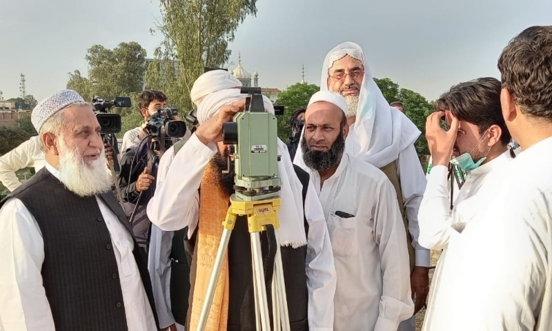 Ruet-i-Hilal Committee members look for the Ramazan moon. — Photo by author