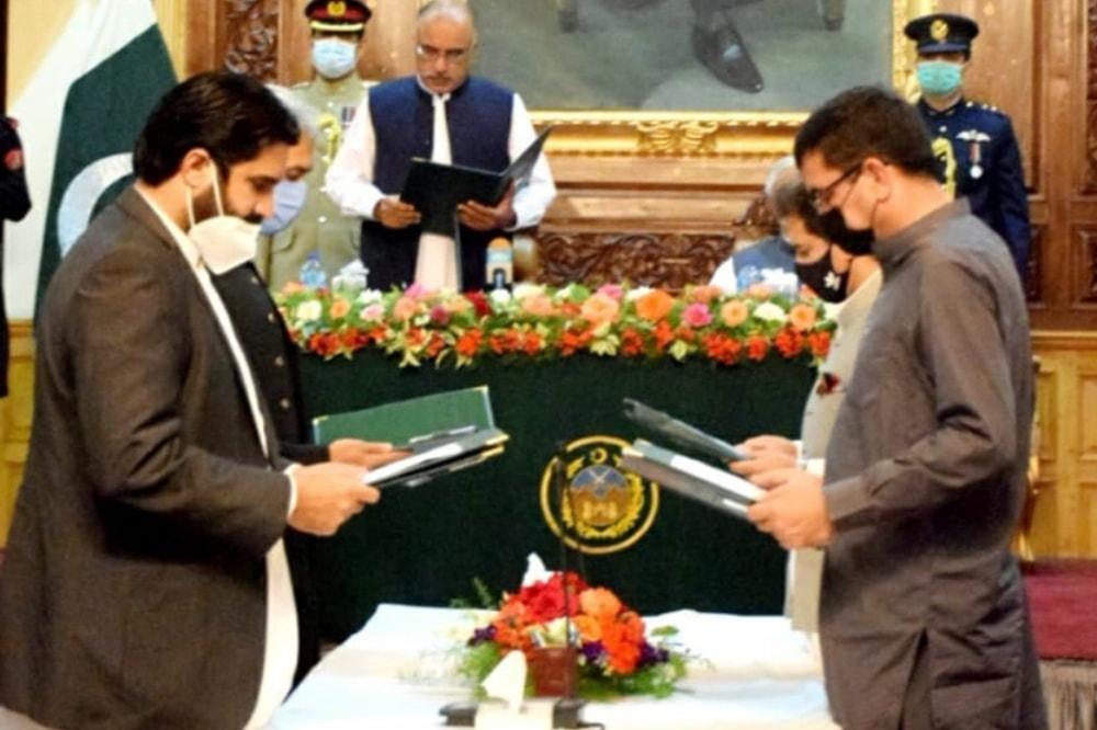 Those who took oath included Atif Khan, Fazal Shakoor Khan, Shakeel Ahmed Khan and Faisal Amin Gandapur.  — Photo courtesy Twitter